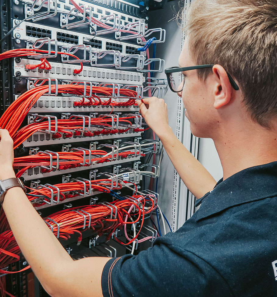 INFORMATION TECHNOLOGY (SPECIALIZING IN SYSTEMS ENGINEERING)